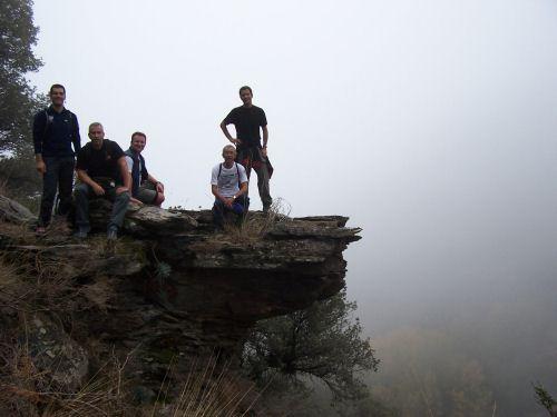Rodeados por la niebla sobre el arroyo Palancón