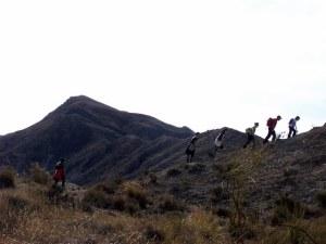 Primera subida, con la cima del Alfaro al fondo