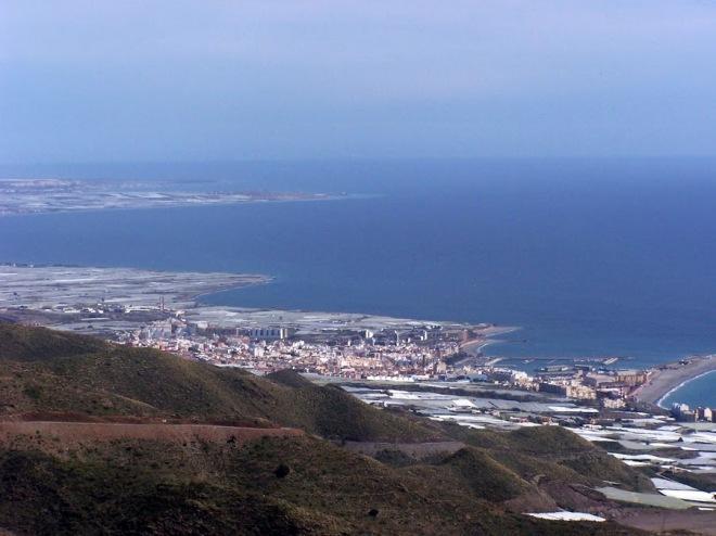 Vista de Adra y mar de plástico