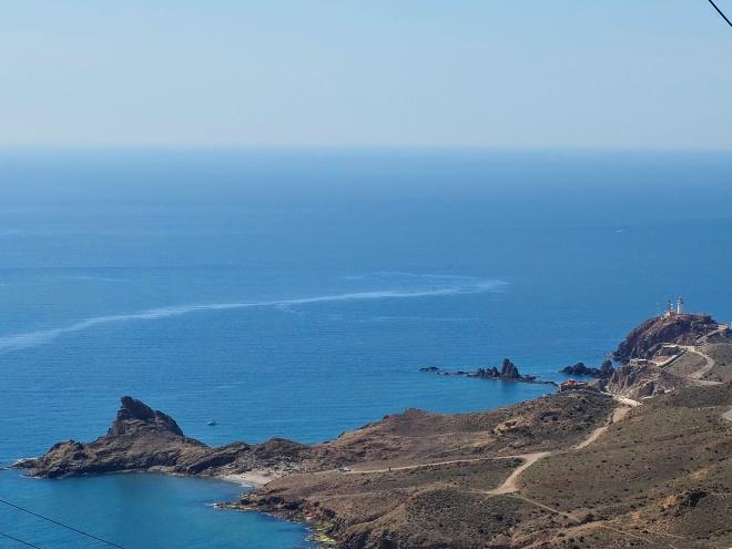 Punta Baja, el Arrecife de las Sirenas y el faro de Cabo de Gata.